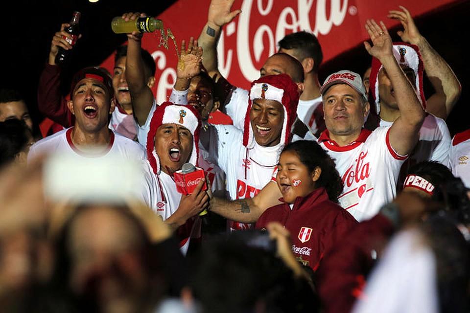 Футболисты сборной Перу надели шапки-ушанки вчесть выхода наЧМ