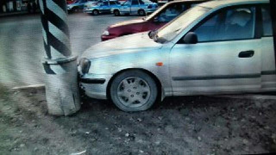 ВЛенинском районе встолкновении состолбом умер  шофёр