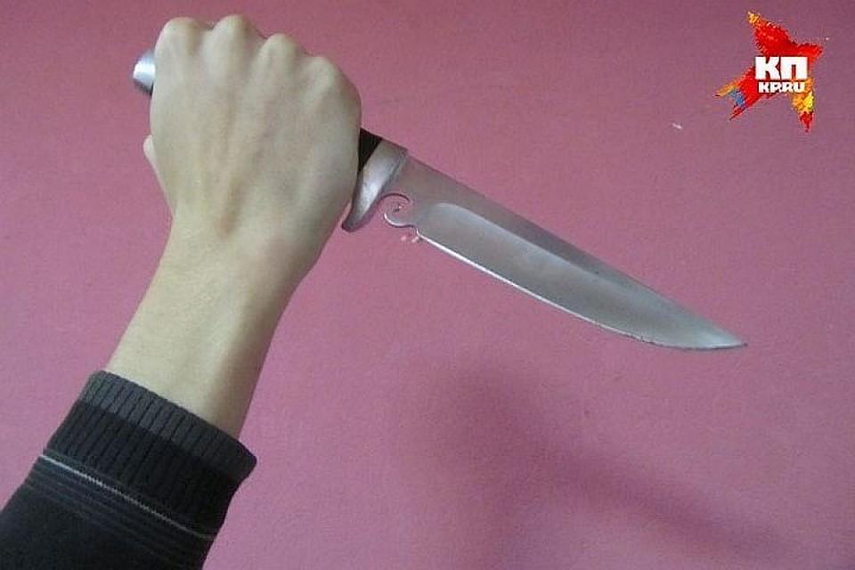 ВХабаровске заоскорбление дамы обидчик получил удар ножом вшею