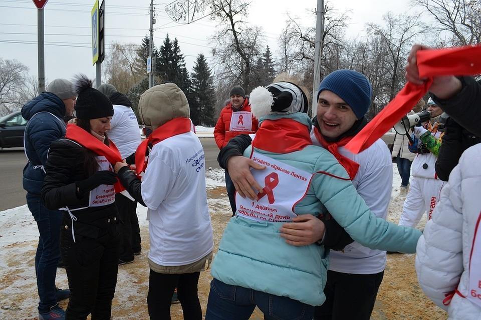 Врамках акции «Стоп ВИЧ/СПИД» в столицеРФ иСанкт-Петербурге прошли разные мероприятия