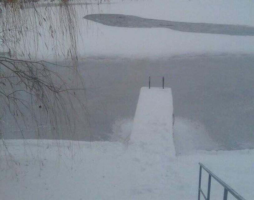 Тонкий лед невыдержал саратовских лыжников