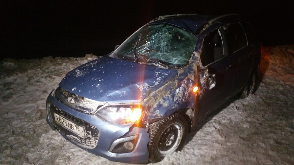 Мужчина выбрался изперевернутого автомобиля попал под колеса Лада вТольятти