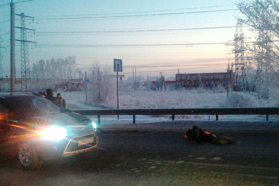 Иностранная машина сбила дорожного рабочего вБарнауле