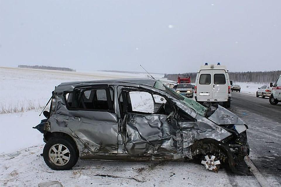 ВИркутской области перевернулся автобус, 10 пострадавших