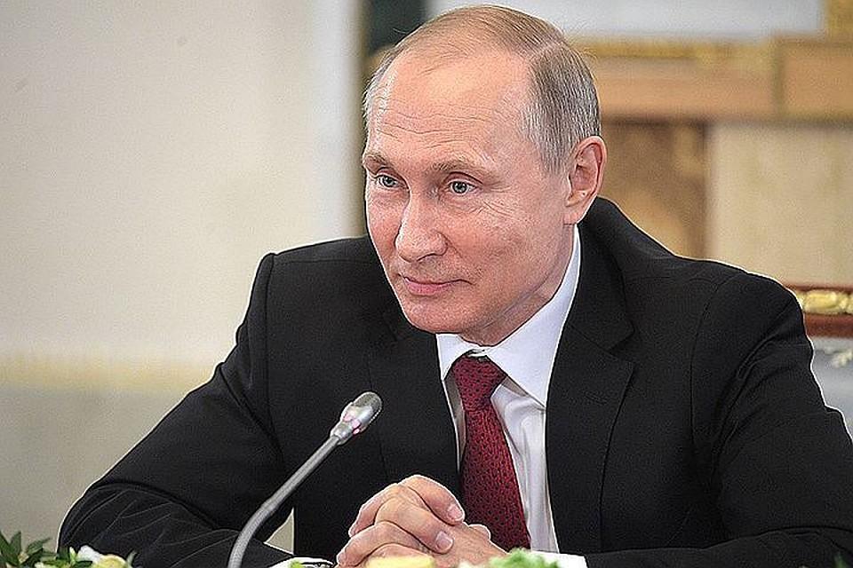 Минниханов оповестил Путину овыполнении «майских указов» иситуации с«погорельцами» банков