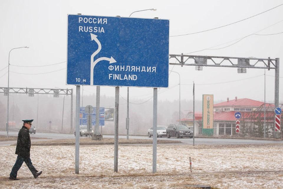 Через границу РФ иФинляндии прорвался микроавтобус