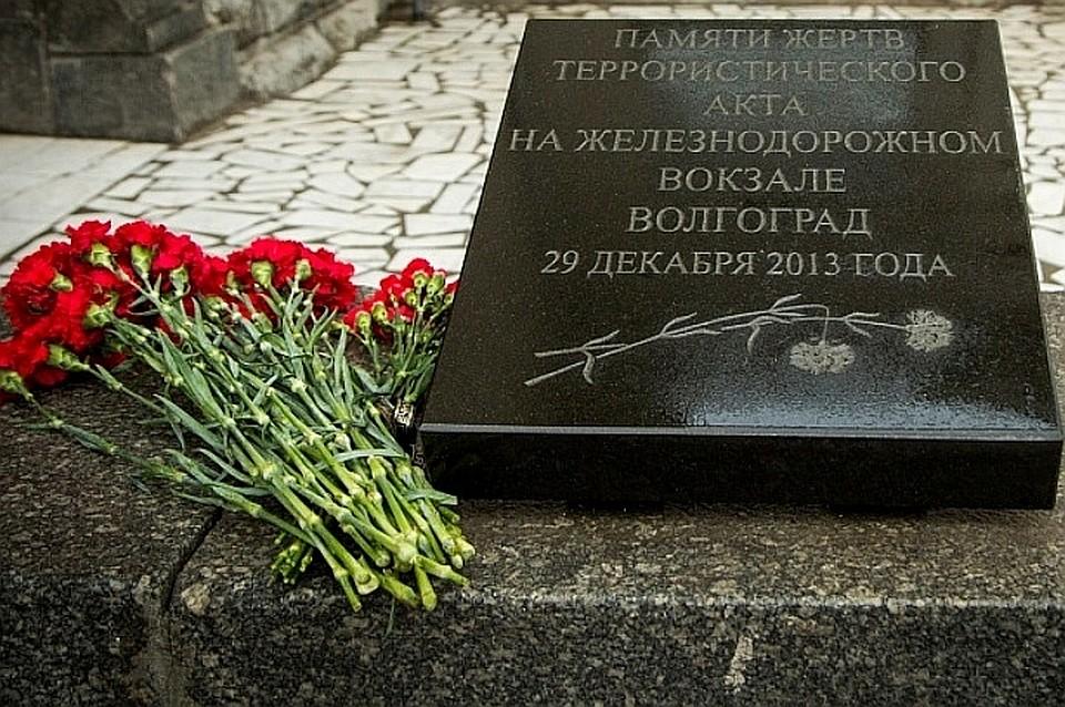 Андрей Бочаров почтил память погибших вовремя теракта навокзале Волгограда