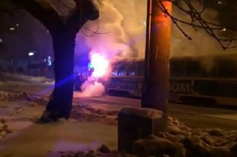 Вцентре Хабаровска трамвай спассажирами внутри зажегся прямо находу