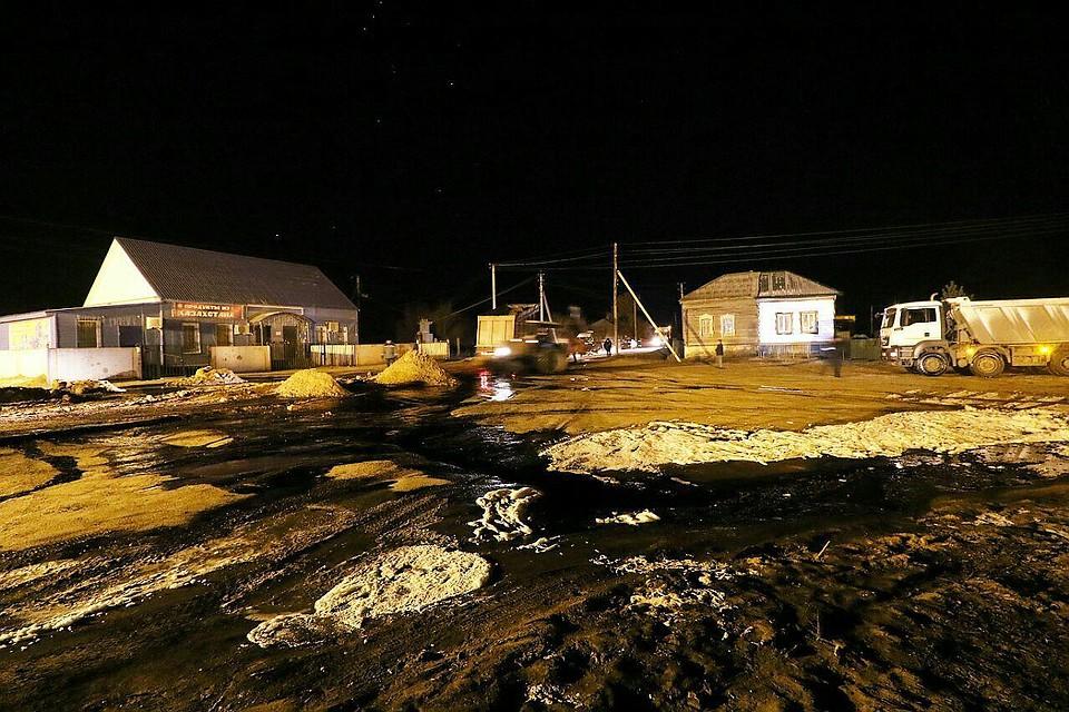 Под Саратовом загорелись несколько домов из-за прорыва нефтепровода