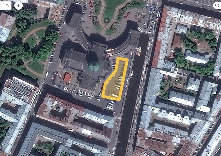 Стало известно, когда вПетербурге уКазанского храма появится платная стоянка