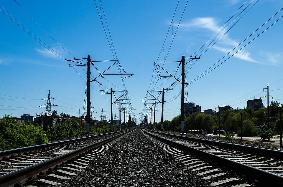 Погибший под колесами поезда мужчина был внаушниках
