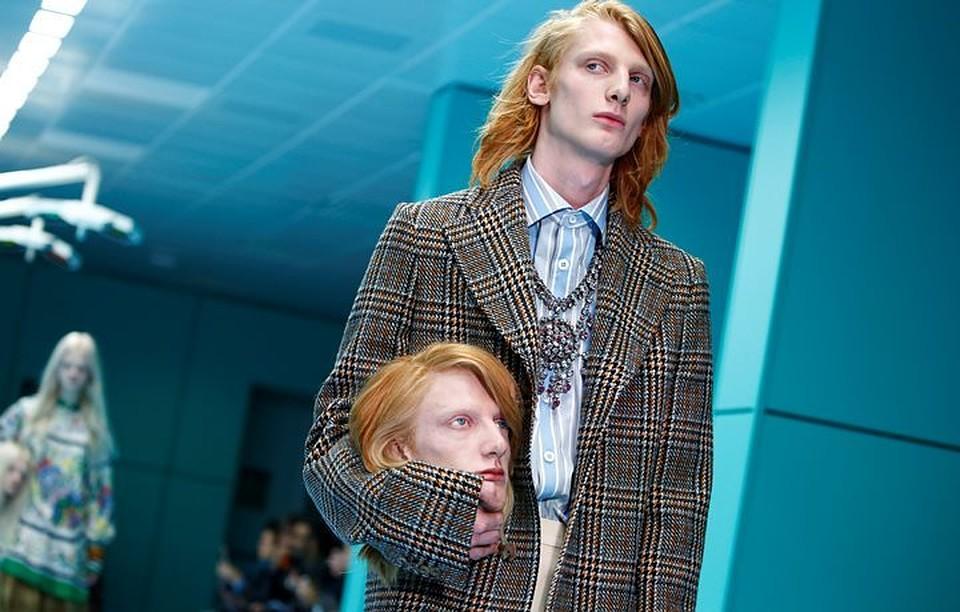 Модели Gucci прошлись поподиуму ссобственными головами вруках