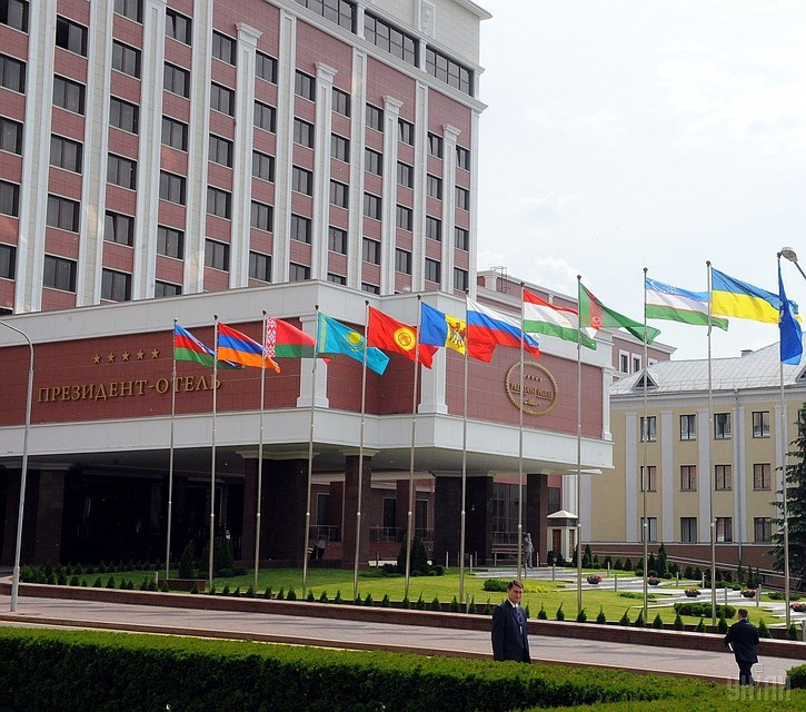 Власти Украины хотят разжечь войну вДонбассе— Грызлов