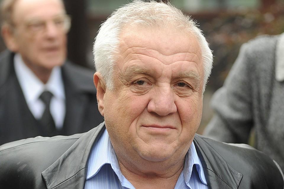 Изжизни кинорежиссер Александр