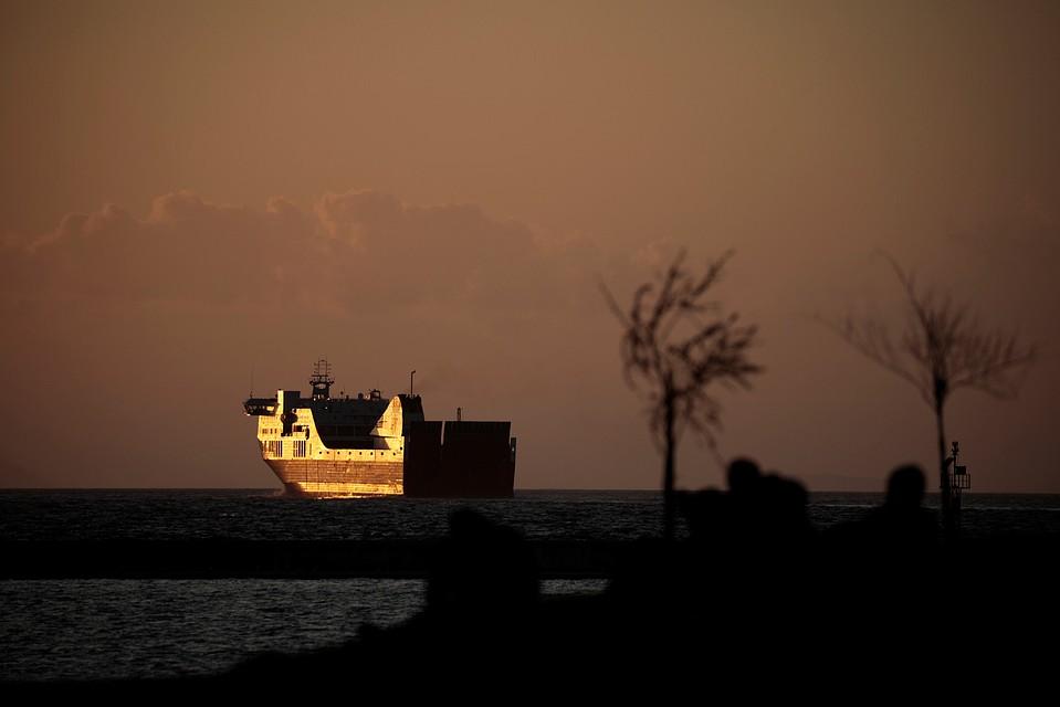 У берегов Греции затонула лодка с мигрантами, среди погибших - дети