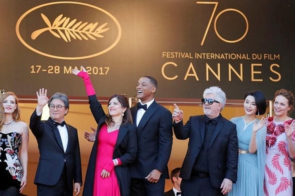 Организаторы Каннского кинофестиваля запретили селфи накрасной дорожке