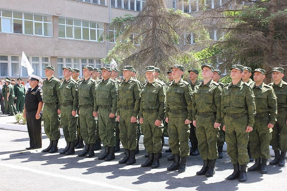 Неменее 2 тыс крымчан идут вармию— Служить РФ