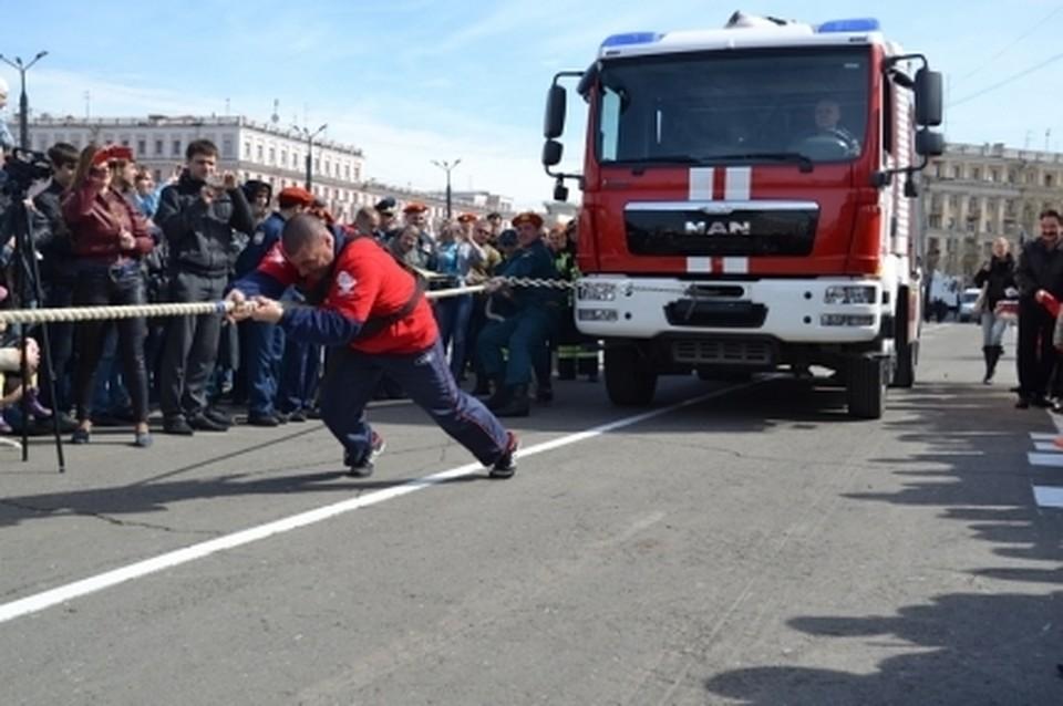 Челябинские пожарные устроят силовое шоу наплощади Революции