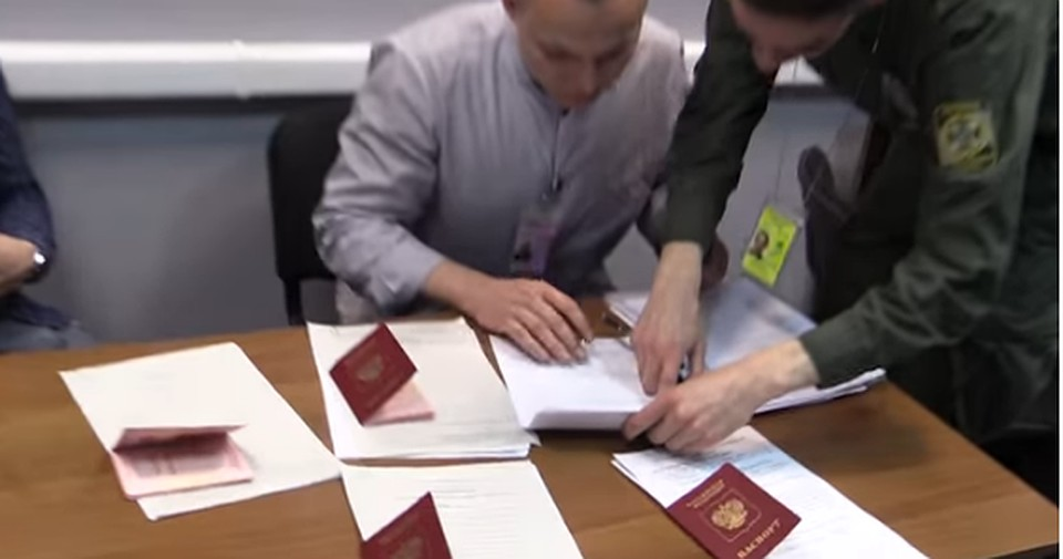 Снятых срейса моряков «Норда» лишили паспортов иоставили вКиеве