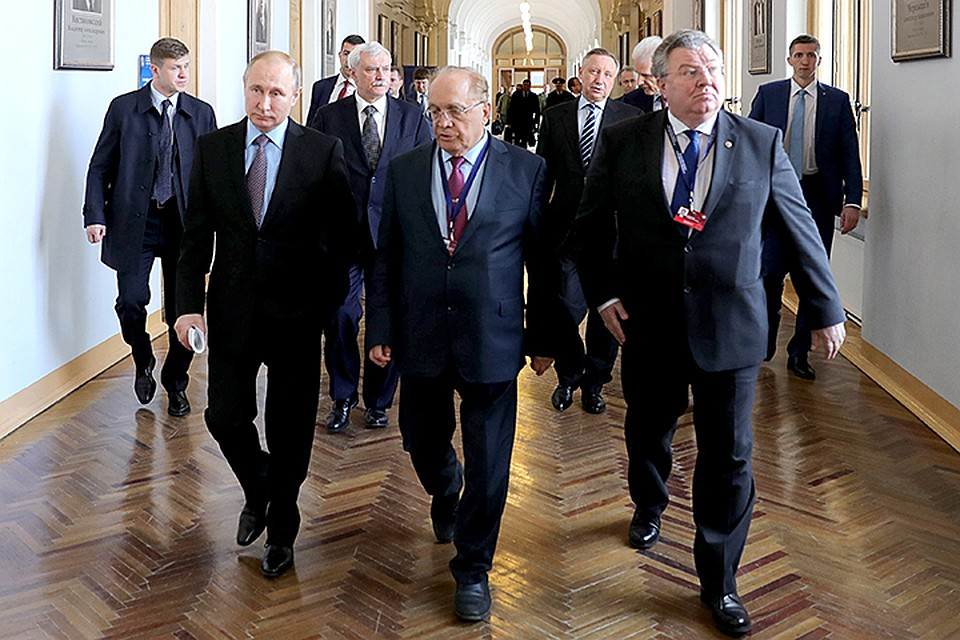 Путин обсудит вПетербурге выполнение своего послания Федеральному Собранию