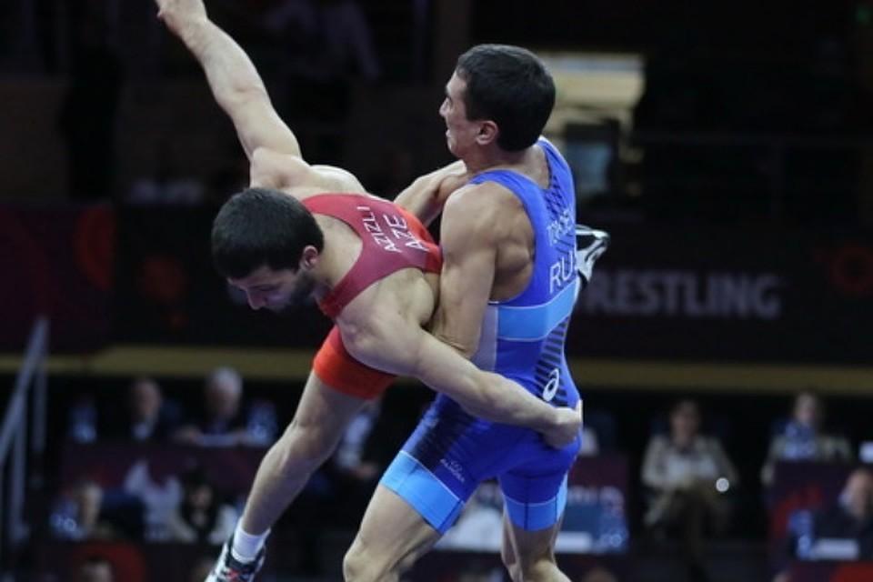 Олимпийский чемпион Садулаев одержал победу «золото» чемпионата Европы повольной борьбе