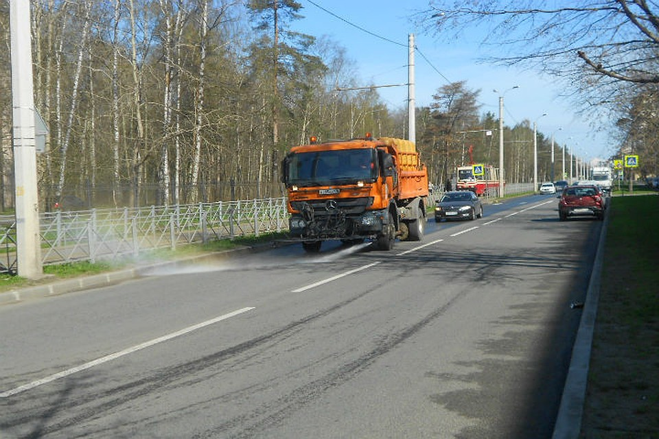 700 тонн мусора вывезли сулиц Петербурга запервую неделю мая