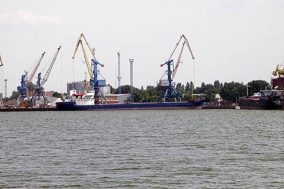 Впорту Ейска произошел разлив нефтепродуктов