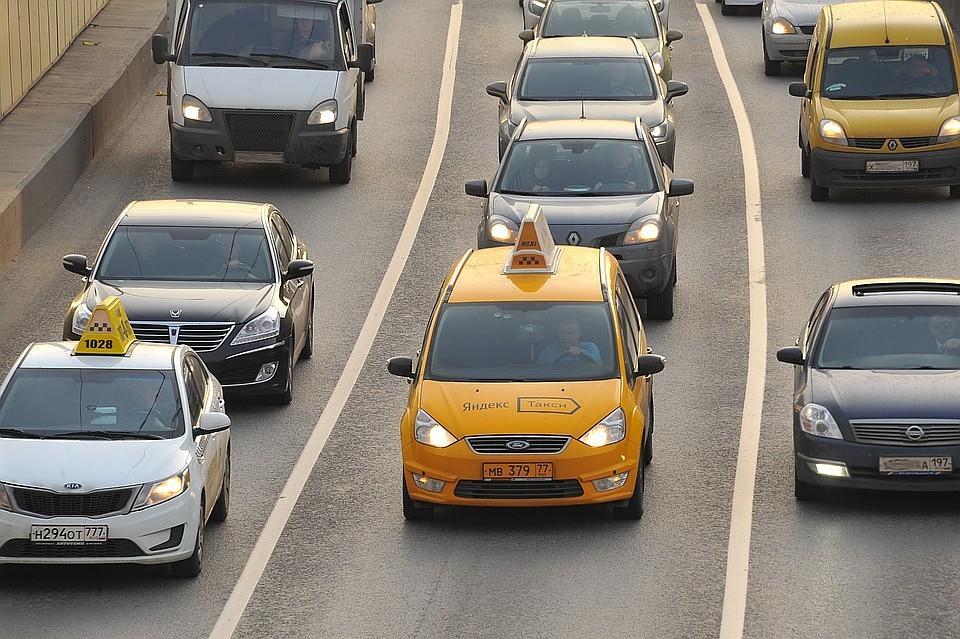 Вцентре Москвы такси въехало втолпу людей