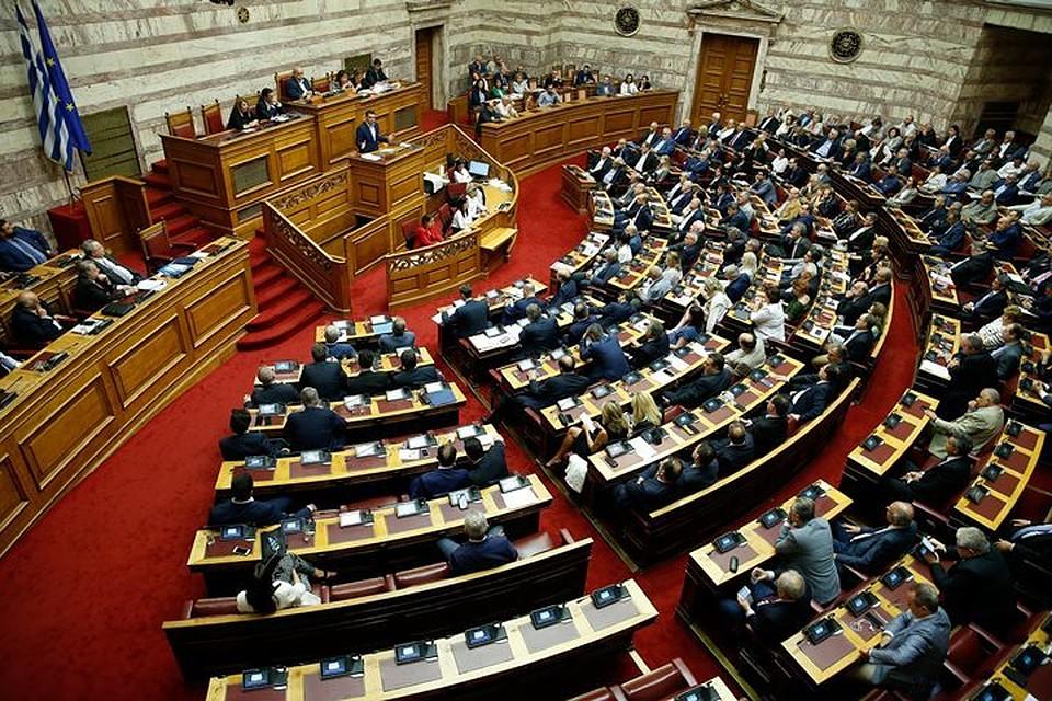 Парламент Греции отвергнул вотум недоверия руководству премьера Алексиса Ципраса