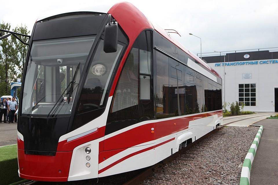 ВПетербурге трамвай «Львенок» встал нарельсы