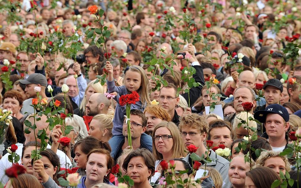 Монумент жертвам терактов Брейвика открыли вОсло