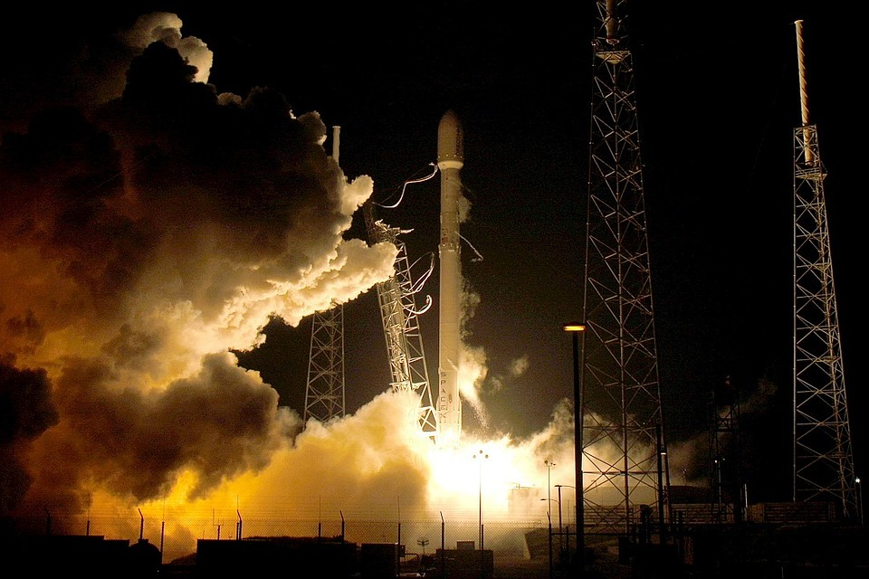 Компания SpaceX объявила оподписании первого соглашения ополете туриста вокруг Луны