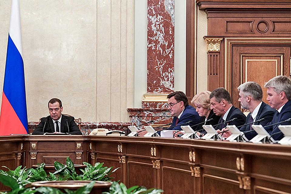 Держитесь: Медведев пообещал трудную «шестилетку» из-за торговых войн исанкций