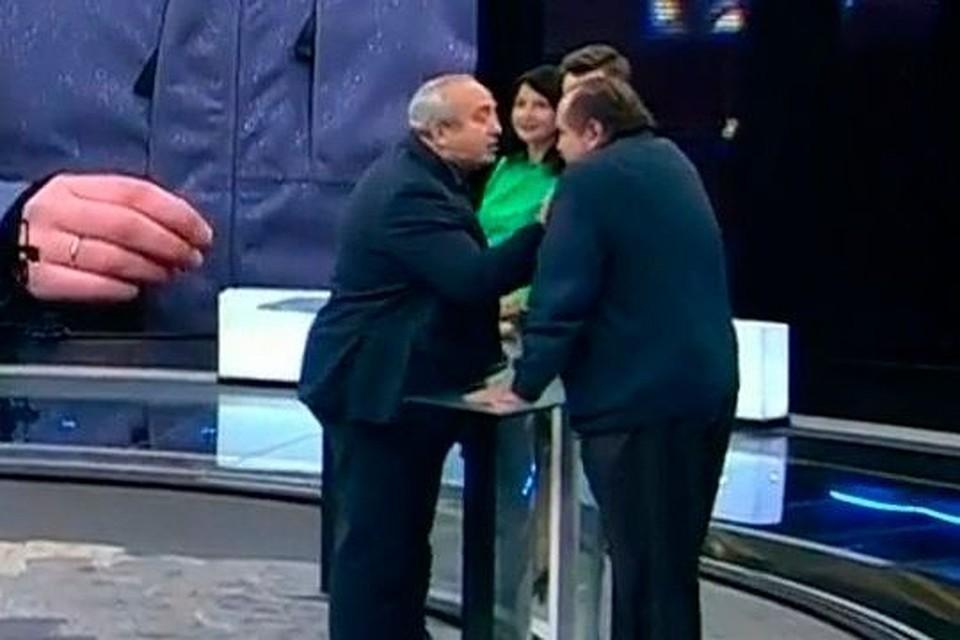 «Объявите нам войну!»: русский сенатор подёргал забороду украинского политолога