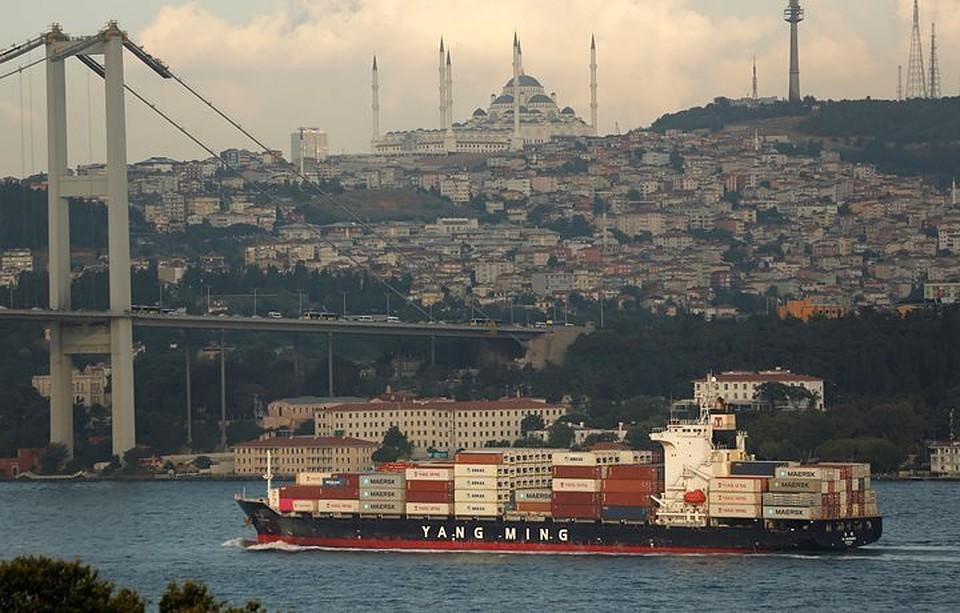 Застрявшие вСтамбуле жители России  готовы перекрыть Босфор— Жест уныния