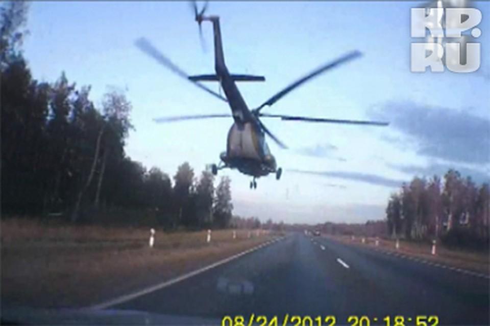 На трассе Екатеринбург-Курган вертолет едва не врезался в легковушку [видео]