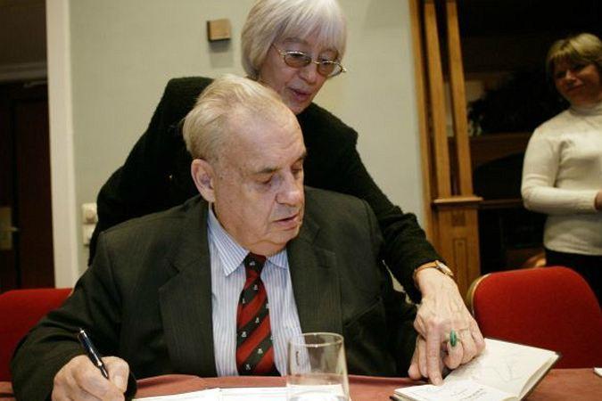 Про жену Эмму Эльдар Рязанов говорит, что они как два коня, которые кладут голову на холку друг другу. Фото: RUSSIAN LOOK
