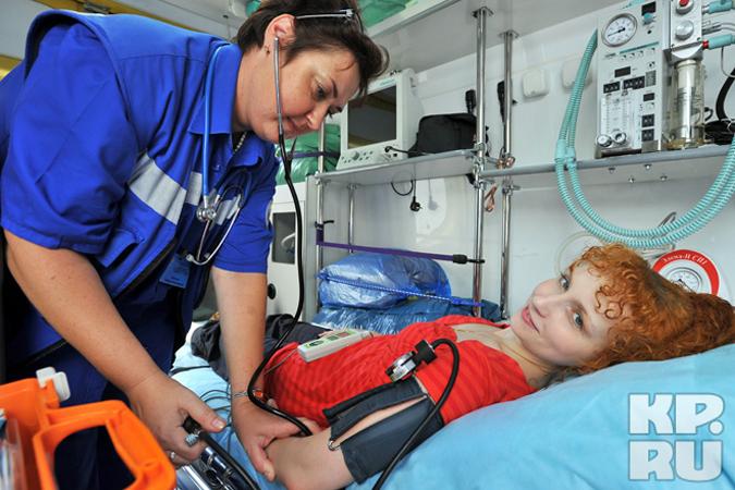 Скорая помощь должна приехать к пациенту в идеале за 15 минут