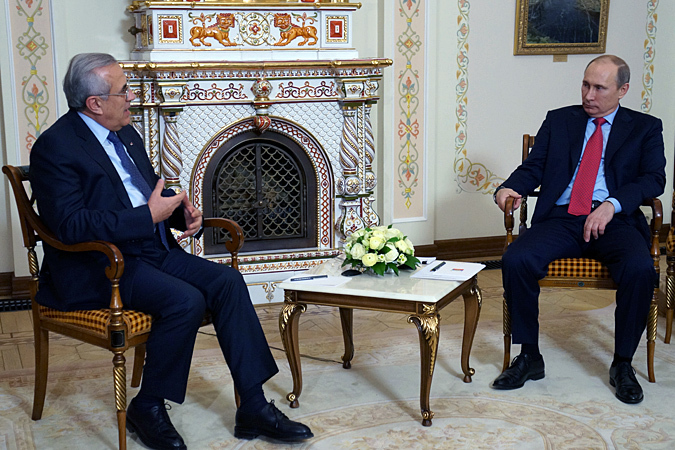 Мы всегда рассматривали Ливан, как дружественную страну, у нас давние деловые контакты, - сказал Путин, приветствуя Слеймана в резиденции Ново-Огарево