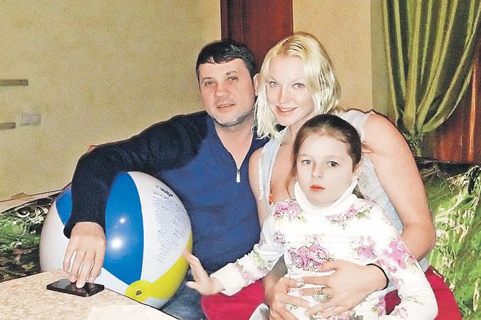 «Мое увлечение не мимолетно!» - уверена Анастасия. Бахтияр дома у балерины с ее дочкой Аришей.