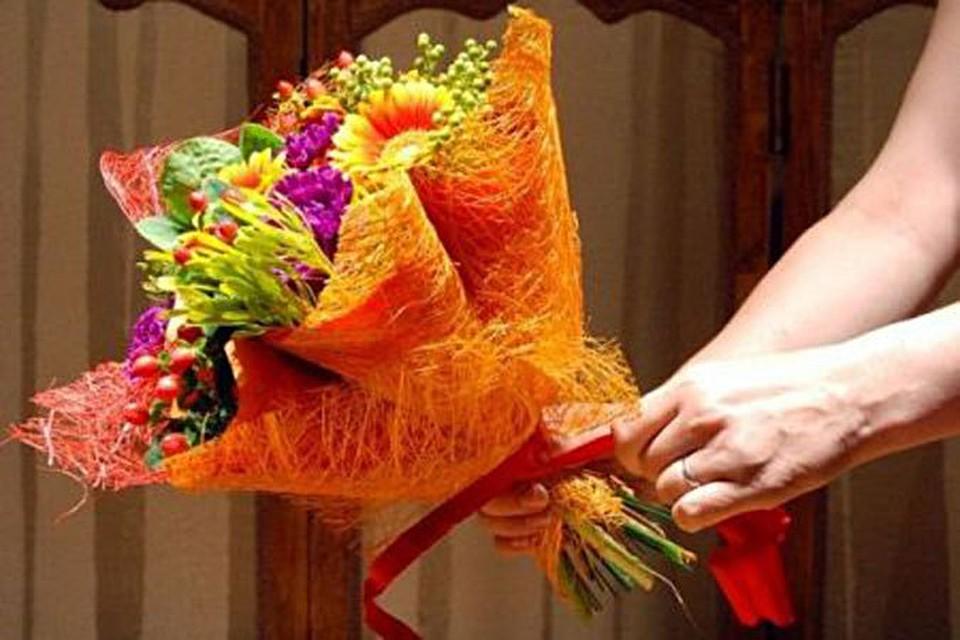 Оформить букет цветов своими руками