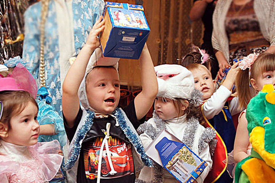 Новогодние подарки для детей от главы