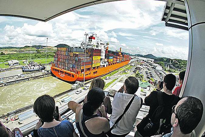 Панамский канал стал явно тесен для современных судов.
