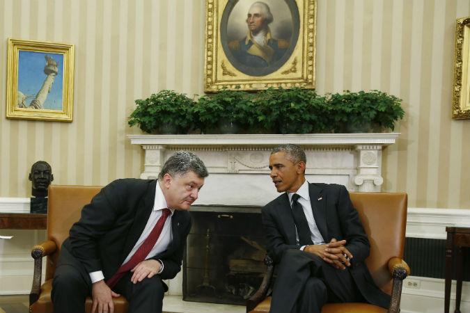 Петр Порошенко старательно прогибал спину, пытаясь услышать от Барака Обамы хоть что-то про миллиарды долларов и танки для Украины. Но Америка опять отделалась «печеньками».