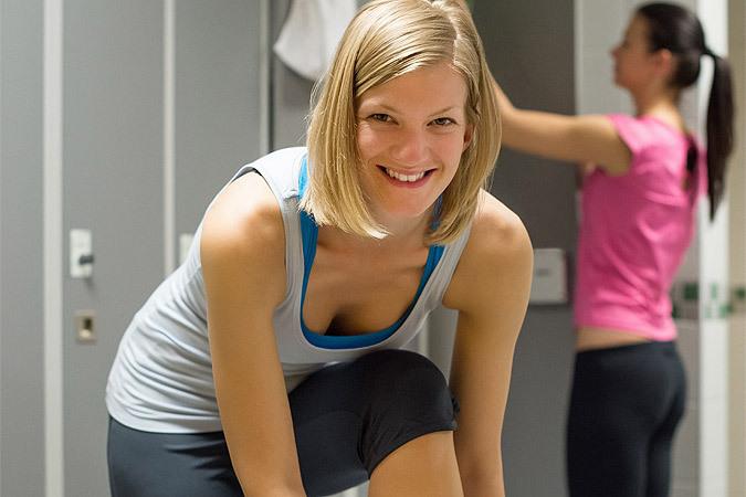 Выясняем вместе со специалистами, стоит ли начинать зимой бегать и как вести себя в спортзале