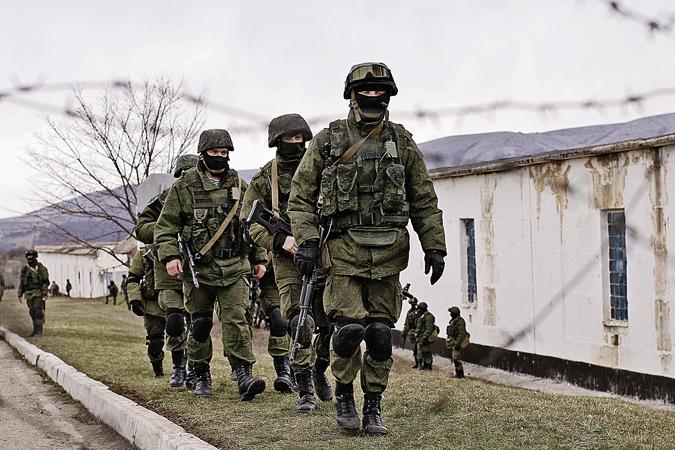 Второго марта «вежливые люди» мирно оцепили воинскую часть в Перевальном.