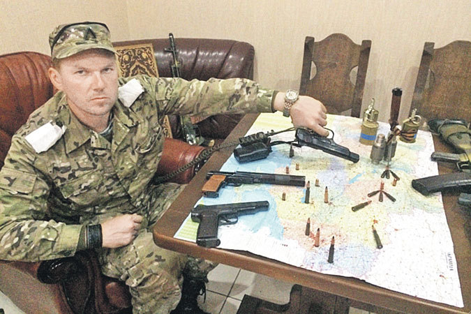 Владимир Новиков сменил костюм бизнесмена на форму ополченца. Фото: Личный архив