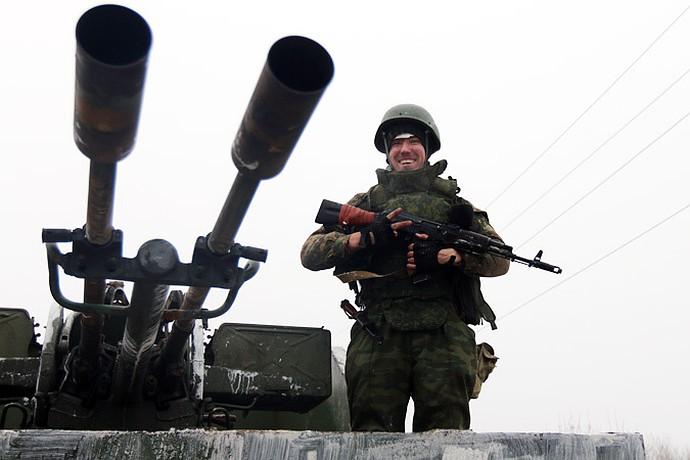 Углегорск - стратегически важная географическая точка, стоящая на трассе Светлодарск-Дебальцево