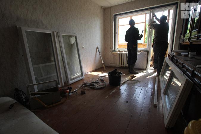 Пожаловаться на шумный ремонт у соседей можно. Но только, если они его делают после 19 часов вечера или в выходной день.