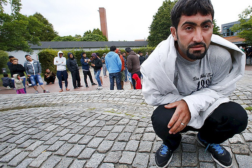 Германия, страна с самой строгой процедурой получения вида на жительство, ввела упрощенное получение гражданства для беженцев, арабов и африканцев. Рожденные ими дети автоматически будут гражданами.